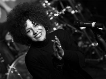 Carolyne Pirulli, Liveband und Sängerin für Events und Veranstaltungen buchen.