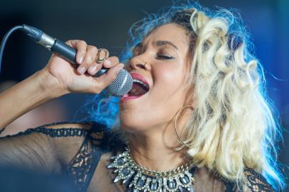 Sängerin Liveband Hochzeit bei deineBand buchen. Musiker und Sänger mit band für Ihre Hochzeit. Dj mit Sängerin ist auch möglich.
